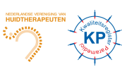 Logo's van de Nederlandse Vereniging van Huidtherapeuten en het Kwaliteitsregister voor Paramedici om aan te geven dat Dermacos bij beide aangesloten is